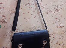 حقائب مدرسيه ونسائيه مستخدمه قليلاً