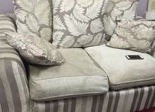 ثلاث قطع من الكراسي ب2000 درهم وقابل للتفاوض