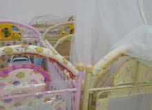 سراير للبيع العدد اربعة وكراسي اطفال وارضية جديدة