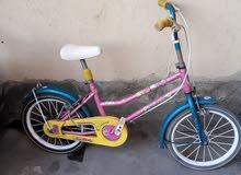 دراجتين هوائيات بناتيات صغار وحدة ولاديه صغيرة ل 3 بس بي 450,000 الف