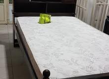 سرير مع المترس للبيع