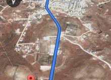 أرض مساحتها 4 هكتار و 200 متر للبيع على مشارف القيقب جنوباً