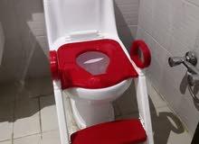 كرسي لتعليم الاطفال على الحمام