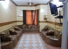 شقة فخمة مفروشة في قلب كريتر وكبيرة من حيث المساحة وتقع في الدور الاول