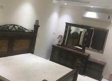 للإيجار منزل مفروش بالكامل في الحجر*، 2 غرف نوم، صالة، 2 حمامات ، مطبخ ، كراج، ب 350 دينار.