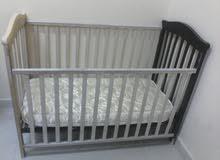 سرير اطفال بالمرتبه بحاله جيده جدا