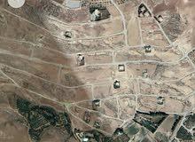 ارض 520م في ناعور خلف دار الدواء قرب سيل حسبان بين فلل وشاليهات