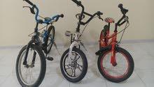 للبيع ثلاث دراجات هواإيه بمبلغ 450 درهم