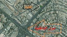 قطعة ارض على شارع الاستقلال الرئيسي بإتجاه دوار الداخلية