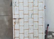 2 أبواب حديد قديمه للبيع كبير فردتين عرض 3 متر وطول 2 متر وصغير عرض 85 سم وطول2م