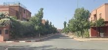بقعة أرضية فيلا 200م للبيع في منطقة فيلات راقية في حي العزوزية بمراكش