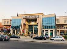 عيادات طبية ومقر للشركات ومكاتب خاصة  في اكتوبر علي المحور المركزي بمنطقة حيوية جدا.