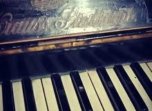 بيانو قديم من القرن التاسع عشر الماني