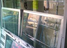 واجهت محل الالمنيوم مع باب وبترينه + شبك عرض + كاونترات عرض الالمنيوم  + ستاندات