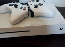 Xbox one s 1 tb 2 controllers with xbox 360 500 G 2 controllers