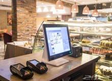 كاشير ومقدم طلبات في مطعم راقي