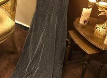 فستان سهرة سلڤر للبيع استعمال مرة واحدة فقط