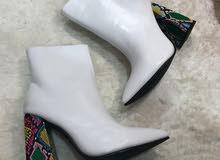 حذاء برقبة عالية بكعب عالي