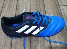حذاء  رياضي adidas أصلي للبيع مقاس 40.5