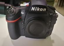 كاميرا نيكون D810 غير مستعمله مع ملحقاتها والوصلات والشاحن وبطاريه وعدسه 60mm لل