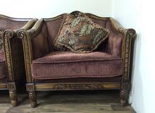 صالون 4 قطع (كنبة مقعدين و كنبة 3 مقاعد و كرسيين ) بالاضافة الى 3 طاولات