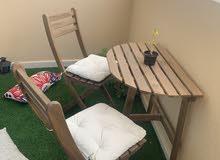 ترابيزة بلكونة ب 2 كرسي خشب ايكيا وباب خشبي