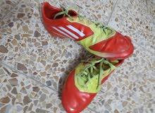 حذاء رياضي الصلي اديداس باله