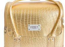 حقيبة فاخرة لتخزين مستحضرات التجميل لون ذهبي