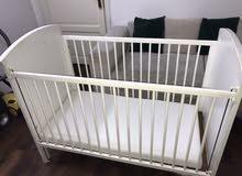 سرير اطفال مع طراحة للبيع ب200 ريال