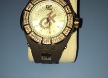 ساعة نسائية ماركة Givenchy الاصلية للبيع