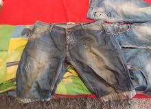 عندي ملابس شبابيه للبيع استعمال نضيف شتاويات وصيفيات