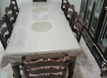طاولة ب8 كراسي وارفف تخزين مع مرايا ووحدة تخزين زجاجية