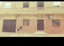 منزل Une maison composée de trois pièces ... une cuisine ... une cour .... un gr