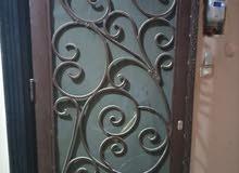 باب حديد بسلك كما بالصورة حماية