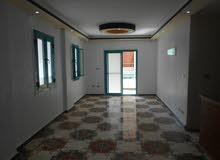 شقة 110م ناصية شارع رئيسي بجوار البحر مسجلة في شاطئ النخيل