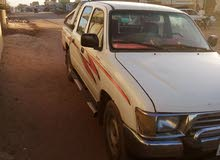 Manual 2000 Hilux for rent