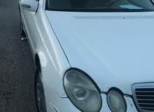 للبيع مرسيدس 2003 اللون ابيض للاتصال 98066360