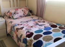 سرير مفرد ابيض