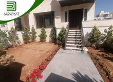 شقة ارضية للبيع في عبدون مساحة البناء 190 م مساحة الترس و الحديقة 30 م