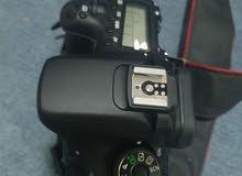 كاميرا كانون طراز 70D للبيع مع حقيبه الكاميرا + كشاف إضافي