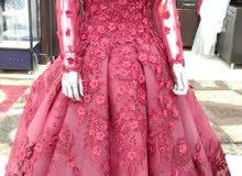 لأجمل عروسه اجمل فساتين خطوبة و سواريه وزفاف بسعر مناسب