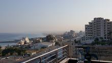 شقة 290م جديدة رائعة مطلة على البحر للإيجار في خلدة