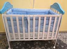 سرير أطفال معاه مرتبة والمفرش قابل للطى من عمر يوم لين 3 سنوات