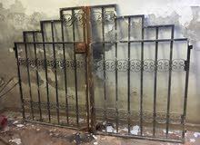 باب حديد  للبيع مستعمل للحدائق طول 196 سم