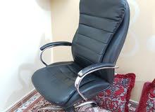 كرسي مكتبي جلد اسود (معقم)