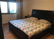 غرفة نوم ماستر بحالة ممتازة للبيع