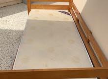 سرير مع فرشة