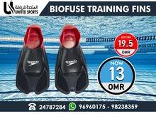 للبيع : طقم زعانف للسباحة