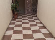 شقة طابق ثالث مع روف مساحة 150م مميزة جداً للبيع/ ضاحية الياسمين 103