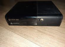 اكس بوكس 360 مهكر و مستعمل استعمال نضيف معاه 17 لعبه والسعر 850 قابل للنقاش